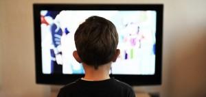 La vista de los niños se puede afectar si ven TV en exceso