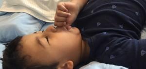 Chupar dedo no es beneficioso para la salud bucal de los niños