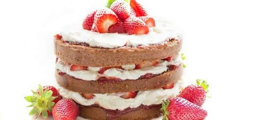 La torta fría de fresas con crema es un postre muy fácil de hacer y la receta de Sabrosito agrega el secreto para hacerla sin gluten y azúcar Foto: Pixabay