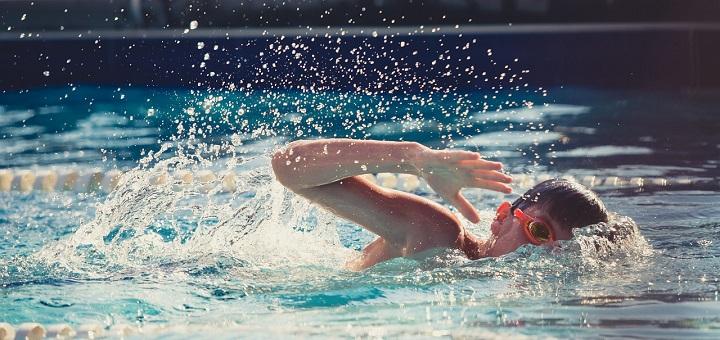 natacion ayuda a los ninos con asma -somospadresinfo-foto pixabay