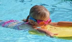 La natación también es un medio que ayuda a las emociones del niño