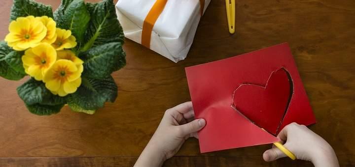 Con pocos materiales se puede hacer un presente a mamá en su día