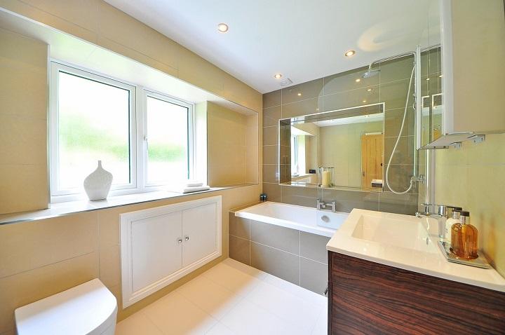 Luz solar-bathroom-bano-SomosPadres.Info-Foto Pixabay