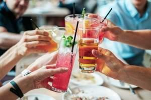 Adolescentes se ven afectados al tomar bebidas alcohólicas
