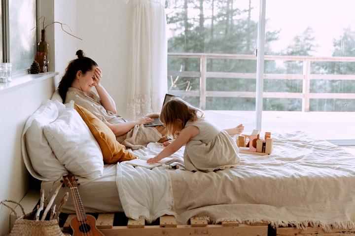 Las mamás pueden flexibilizar un poco las normas en cuanto a tareas