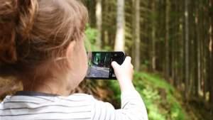 Los niños tienen acceso a teléfonos en cuarentena