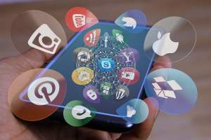 Con aplicaciones se pude ver lo que sucede en otros celulares